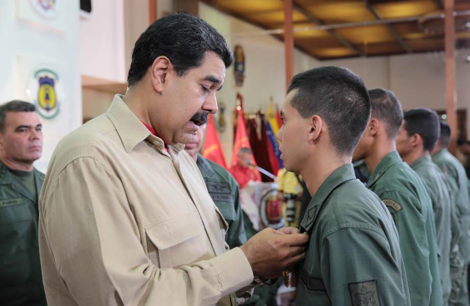 Maduro nombra ministros que reemplazan a los actuales candidatos a la Constituyente
