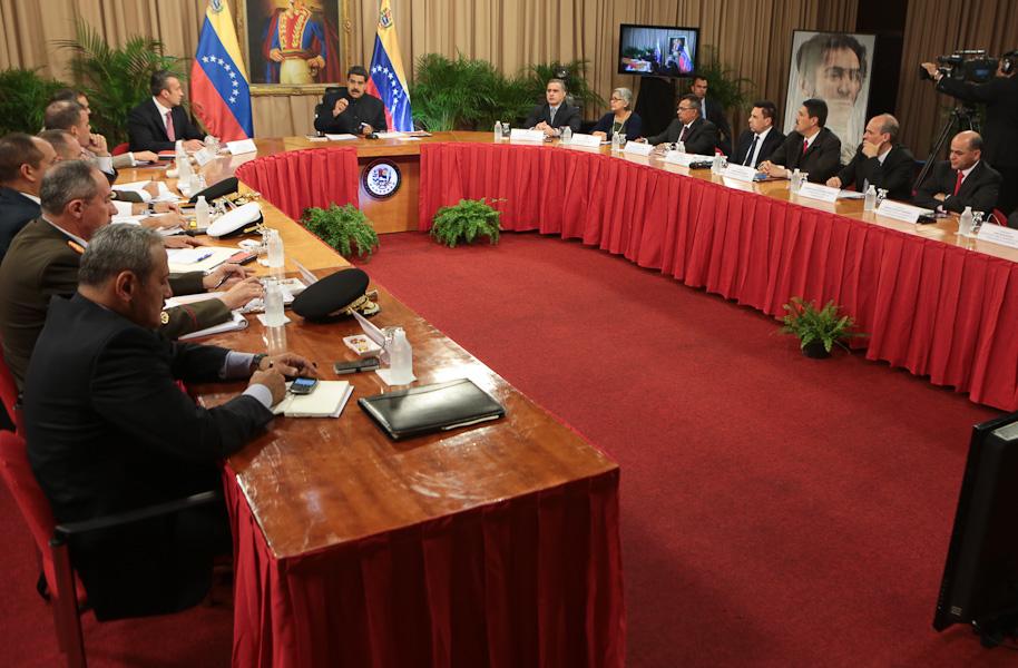 Maduro activa 'Consejo de Defensa' ante 'amenaza imperial' de EU