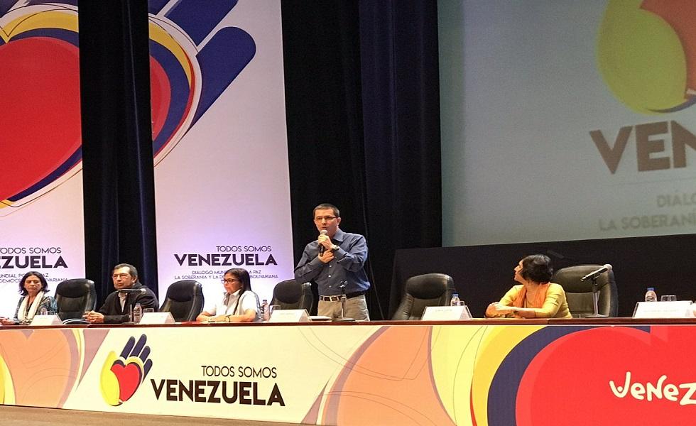 Venezuela tiene una democracia sólida capaz de soportar arremetidas imperiales — Presidente Maduro