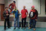 Voceros del periódico La Voz del Valle de Caracas, acompañados de Pablo Guzmán