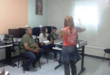 Voceros y voceras del periódico La Voz del Valle de Caracas recibieron un taller formativo por parte del MRD y el MippCI
