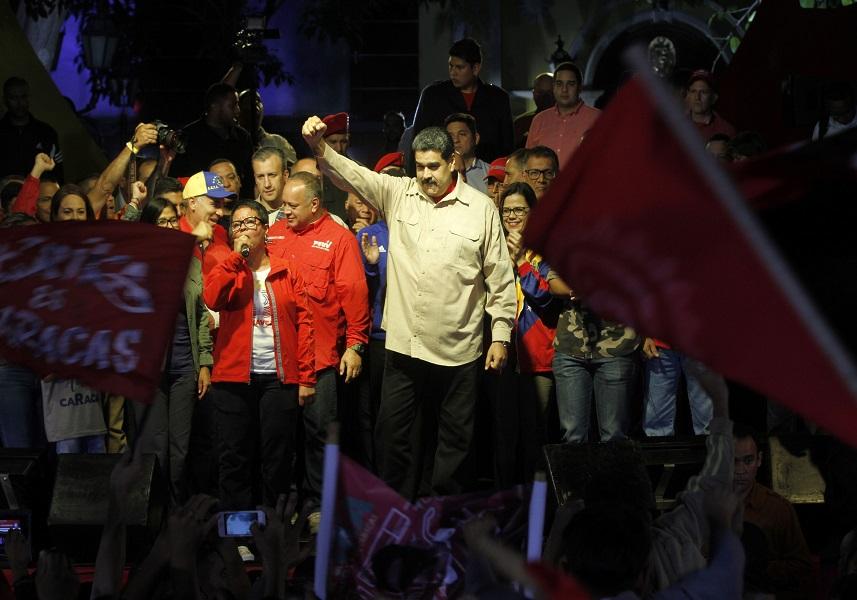 Presidente Maduro decretó 6 aumentos salariales en 2017