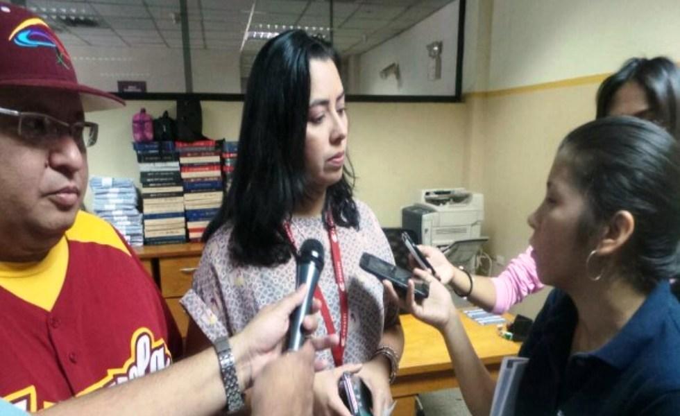 Pablo Guzmán y Fabiana Valera durante operativo especial de regularización de medios comunitarios en Maracay