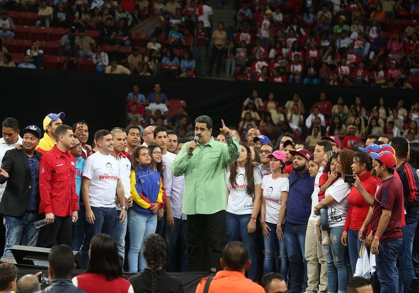 América aísla a Maduro y le dice que