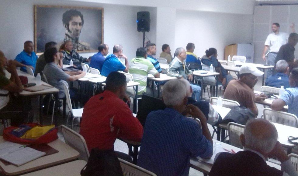 Medios comunitarios participan en taller para obtener sus ceritificados de producción nacional independiente