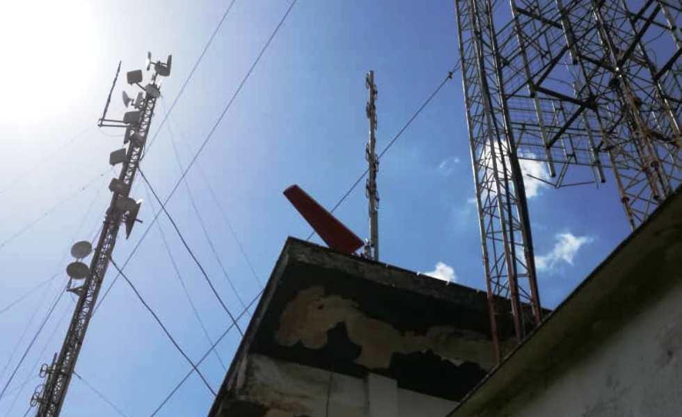 Sistema radiante de la emisora La Voz de Guaicaipuro completamente instalado