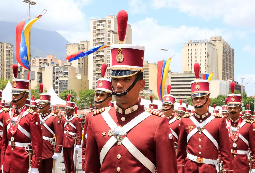 Maduro suspende acto militar en Caracas por fuerte estruendo